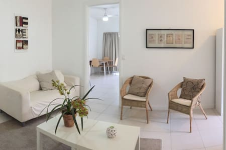 House 7 Mins from Airport - Maison
