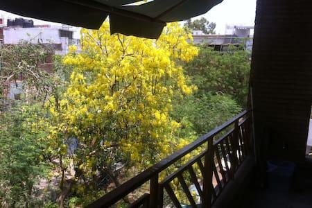 Peaceful home in South Delhi - New Delhi - Appartement