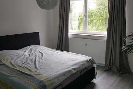 Eine wunderschöne Wohnung & Terasse - Apartamento