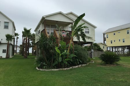Room type: Entire home/apt Property type: House Accommodates: 8 Bedrooms: 2 Bathrooms: 1