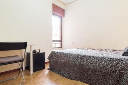 Private Bathroom/Double bed Retiro Park & Atocha!! - Madrid - Apartment