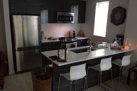 Brand New 1 BR Apartment in Surrey