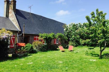 Entre Petites Dalles et Veulettes - Saint-Martin-aux-Buneaux - Haus