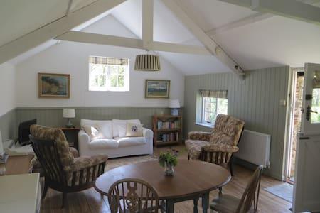 Pretty loft apartment with garden - Loft