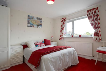 Spacious room , great local links 2 - Casa