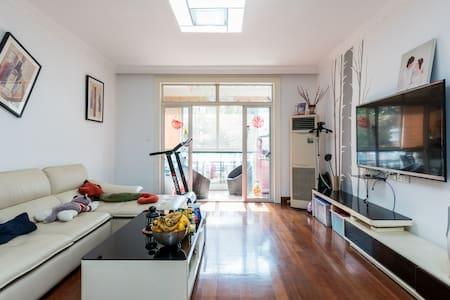【花园内的公寓】欧式建筑风车+温馨小屋+独立卫生间 - Shanghai