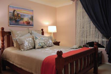 Cutmore Cottages - LÁuberge Angara - Glenwood - Bed & Breakfast