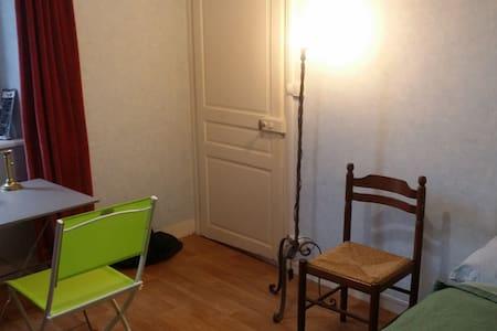 Hébergement en maison bourg et gare - Saint-Germain-les-Belles