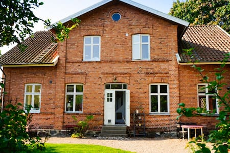 Large family home in beautiful village - Dom