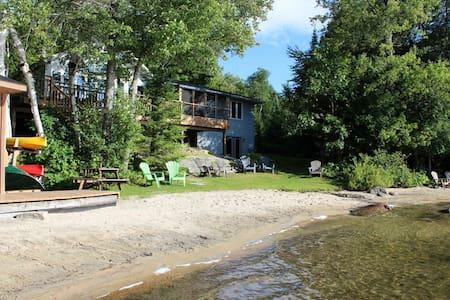 Halls Lake Cottage - Algonquin Highlands - Cabin