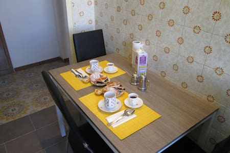 CENTRALE E TRANQUILLO - Bed & Breakfast