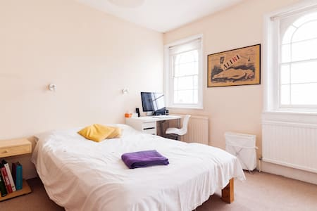 Large double room in Islington