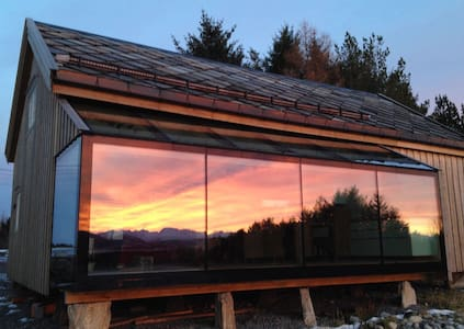 Renovated old timber farmhouse, with a spectacular view of the mountains. 2 bedrooms upstairs, shared bath room with shower/wc .The beds are 1,2x2,0 m. It is close to Aalesund airport  and served by bus to/from Aalesund. Pick-up at airport on request