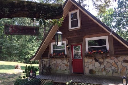 Fairy Tale Cottage in Chickamauga, GA - Hus