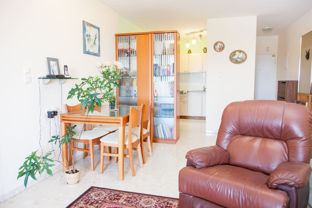 Short Period cozy room+free parking