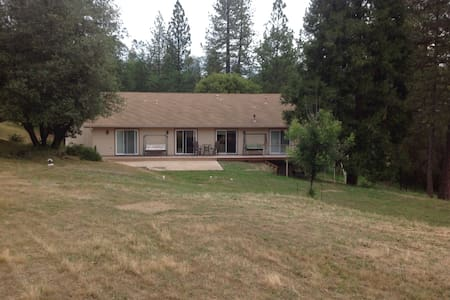 Bass Lake, near Yosemite 3BR 2BA - Casa