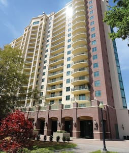 Plaza Tower Condo in Downtown All to Yourself! - Osakehuoneisto