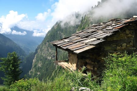 Stay in the Malana Village - Kullu - Bed & Breakfast