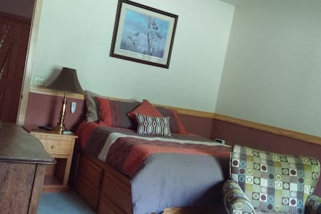 Meisterhaus Bed & Breakfast (The Pheasant Room) - Morristown - House
