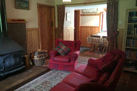 Smithy Cottage - Talo