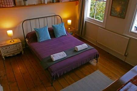 Stylish and Spacious Double Room in the South East - Londen - Huis
