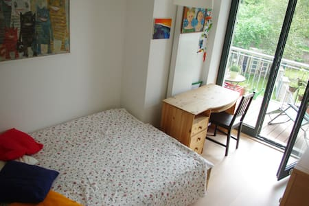 Cosy, quiet, 1min from Bonn station - Pis