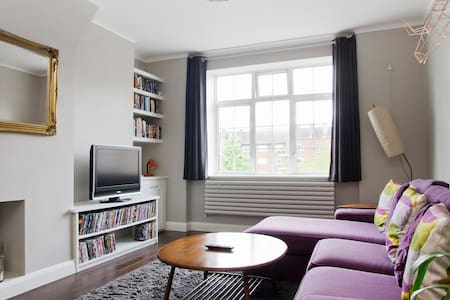 NEW! Stylish, Central 2BD nr Thames - Londres - Apartamento