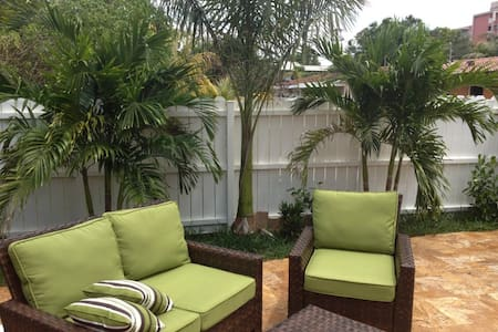 2-Stories of Fun in Paradise - Oakland Park - House