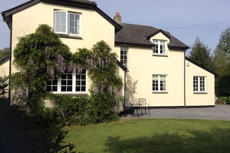 Spacious 5 bedroomed house in Dartmoor - Christow