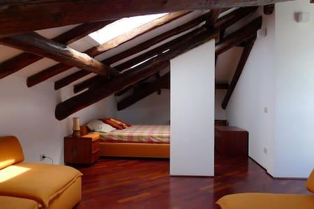 An Attic in a Villa by Lake Maggiore (Laveno) - Laveno-Mombello - Villa