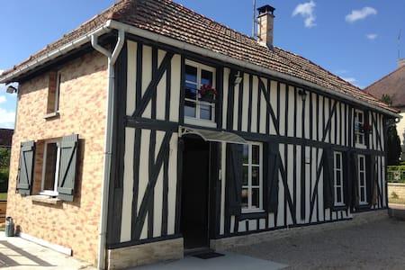Petite maison champenoise cosy - Précy-Saint-Martin - House