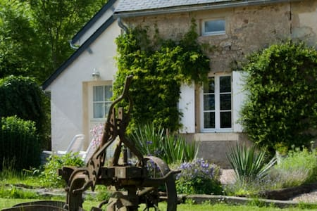 Le Laurier, cottage for naturists - Champallement - House