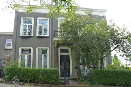 Monumentale villa van 1860