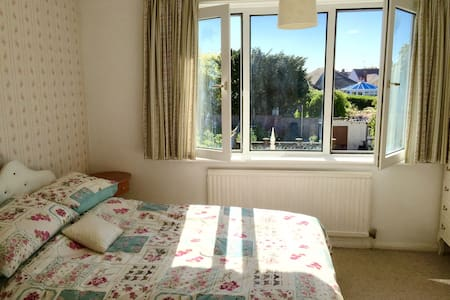 Bright dbl + sofa bed free parking - Southwick - Hus