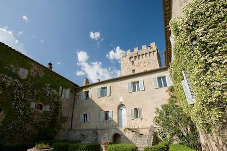 Room in the Villa of Spannocchia - Chiusdino