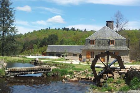 Grand gîte familial corrèze jacuzzi - Treignac