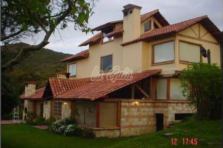 Casa de campo en la montaña a 50 minutos de Bogotá - Kisház