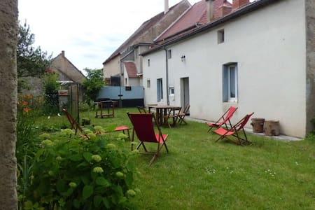Dans la vallée de la Bouble, dans le Bourbonnais - Fourilles