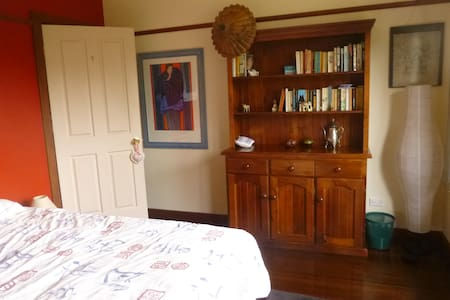 Cosy timber cottage near transport - North Ryde - Haus