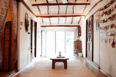 Single room in Jeju bohemian house. - Daejeong-eup, Seogwipo-si - House