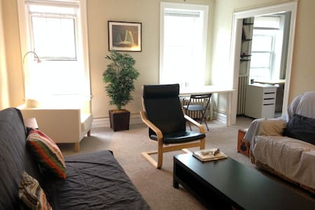 Historic 1BD Apartment on Campus