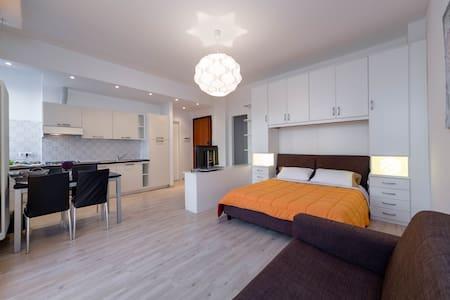 Peaceful studio apartment on sea - Wohnung