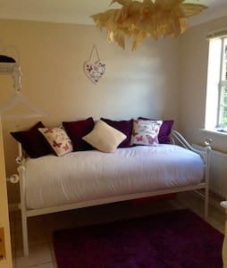 Beautifully decorated bedroom for 1 - Dartford - Casa