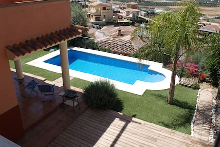 villa with nice views over valley - Coín