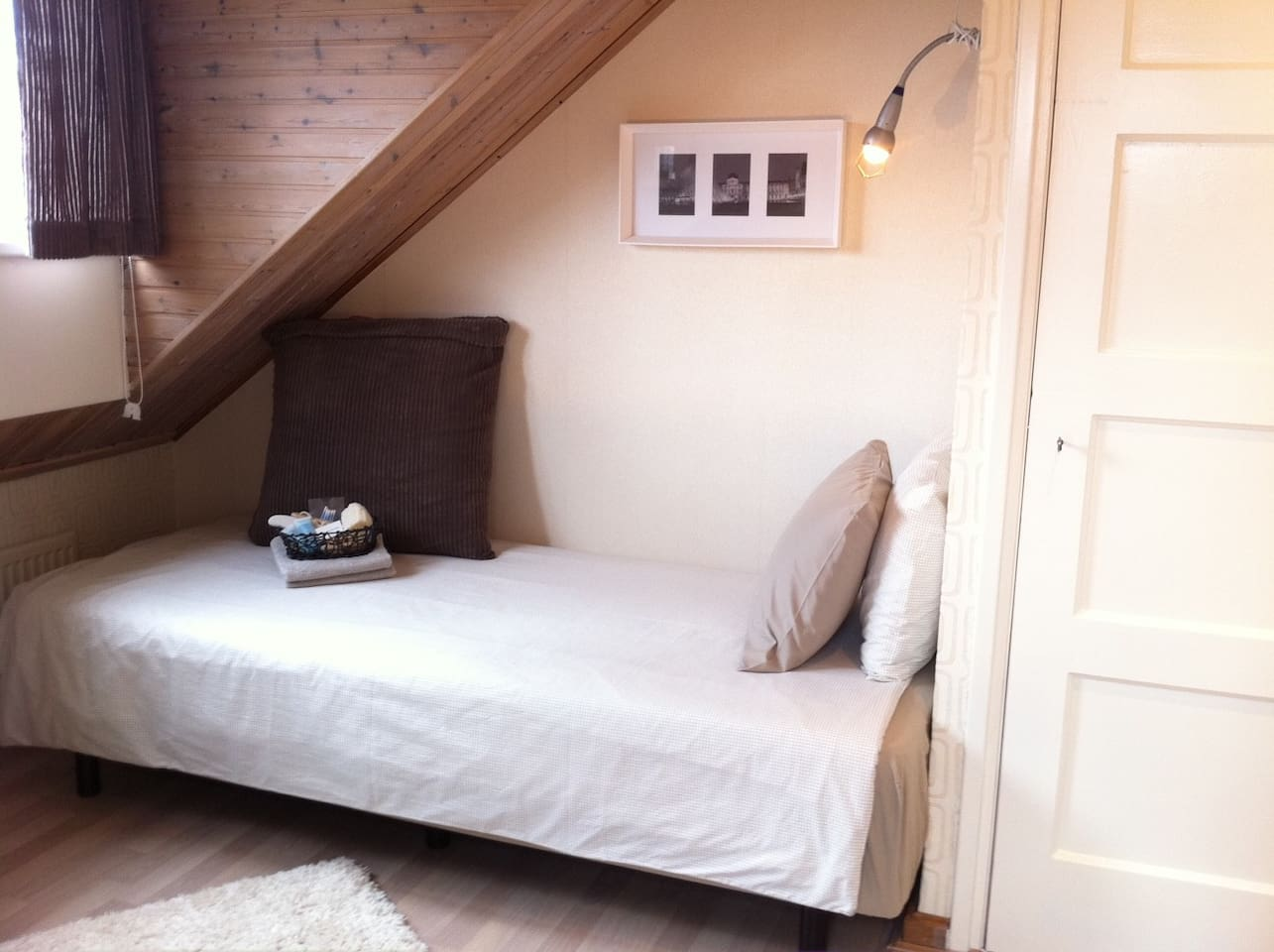 room & roof terrace- free parking