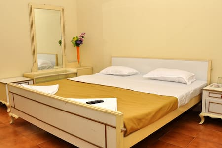 Superior Rooms in Elk Hill *Glen View Home Stay* - Guesthouse