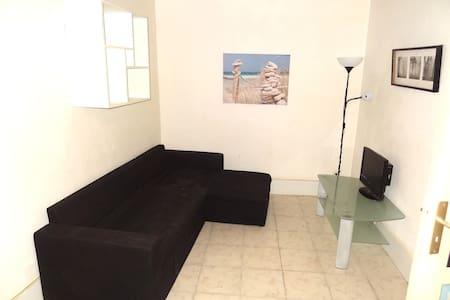 Studio au calme Pezenas  centre - Pézenas - Apartment