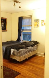 1 Bedroom w/ Living area Downtown - Apartment