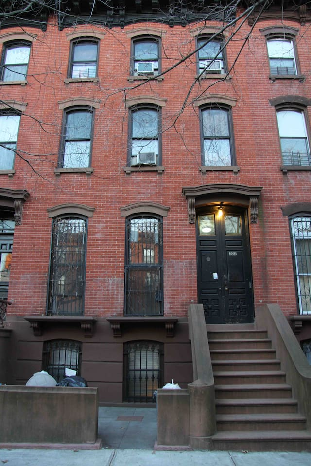 1BD brownstone apt in Fort Greene!
