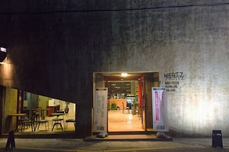 HERTZ Guesthouse (헤르츠) Dormitory-A2 - Bed & Breakfast